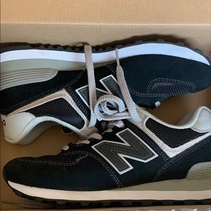 Classic New Balance Shoes - Size 8